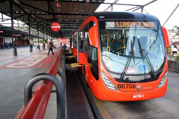Urbs diz que também vai estudar a implantação do bilhete único e aplicativo de transporte público coletivo