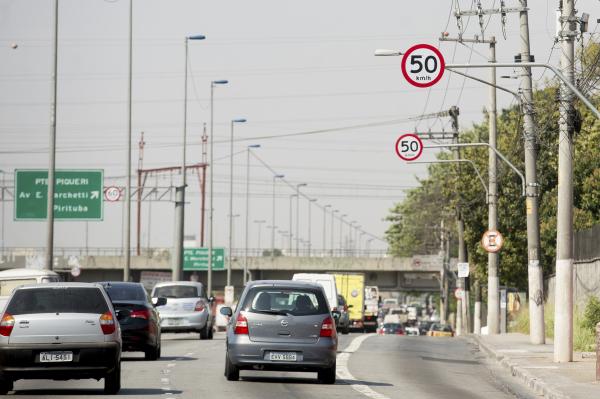 Radares:  empresas contratadas deveriam fazer a instalação dos radares, a um custo total de R$ 1 bilhão