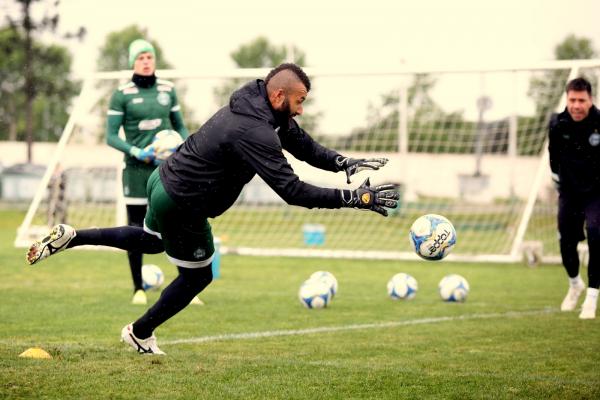 Alex Muralha: de volta ao time