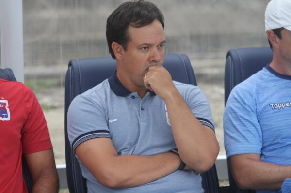 Dado concentrado: num jogo brigado, alívio só veio nos últimos minutos da partida na Vila Capanema