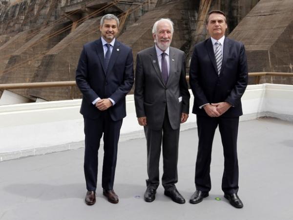 O presidente do Paraguai, Mario Abdo Benítez, com Darci Piana, vice-governador do Paraná e o presidente Jair Bolsonaro