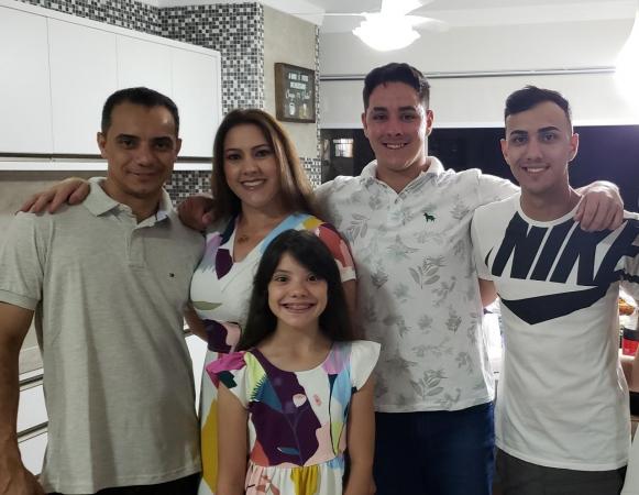 Edson Greff com a esposa Juciane e os filhos Eduardo, Victor e Geovanna(Foto cedida)