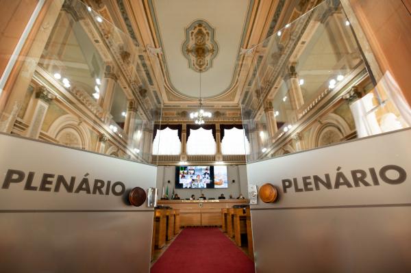 Democratas, do prefeito Greca, terá a maior bancada, com cinco vereadores eleitos