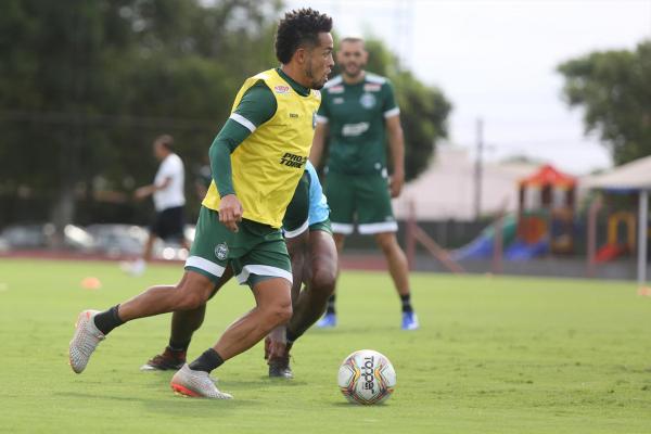 Rafinha, em treino do Coritiba: apesar do desgaste, ele deverá jogar