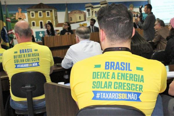 Empresários se manifestam contra a revisão proposta pela ANEEL na Câmara Municipal de Curitiba.