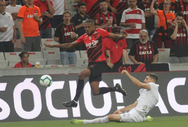 Marcelo Cirino, diante do Santos, na quarta-feira: despedida