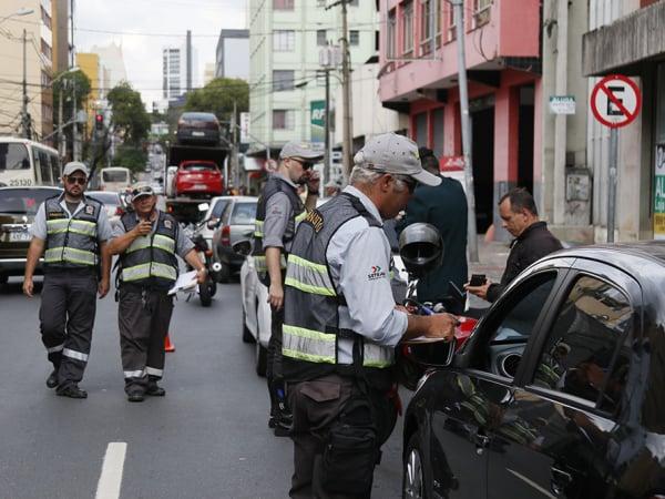 Blitze acontecem em diversos pontos de Curitiba