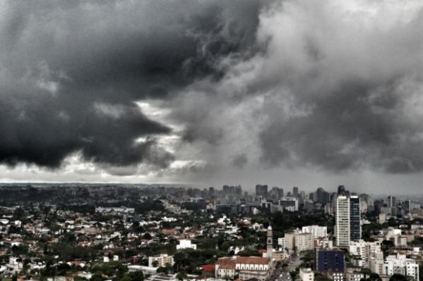 Temperaturas despencam no Paraná e neva em Palmas