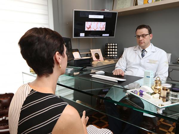 """Bruno Beraldi com uma paciente: """"Não existe milagre, mas é possível uma boa melhora"""""""