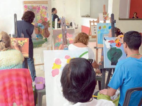 Oficinas aproximam moradores da cultura local e com qualidade
