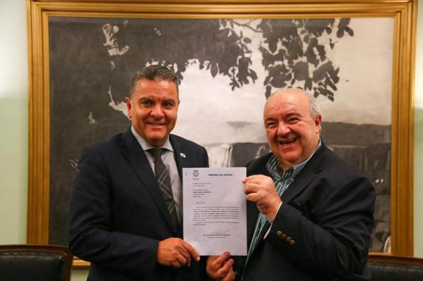 O desembargador Adalberto Xisto Pereira e o prefeito de Curitiba, Rafael Greca
