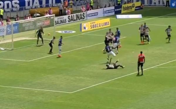 Cruzeiro e Atlético-MG empatam em clássico marcado por arbitragem polêmica 1154e1049575b