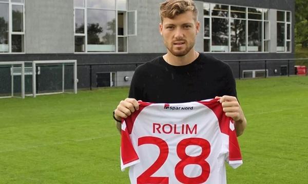 Yann Rolim com a camisa do Aalborg, da Dinamarca