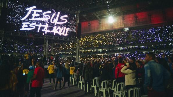 Evento evangélico bate recorde de público da Arena da Baixada