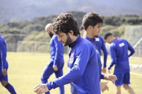 Fernando Neto: volante ou meia?