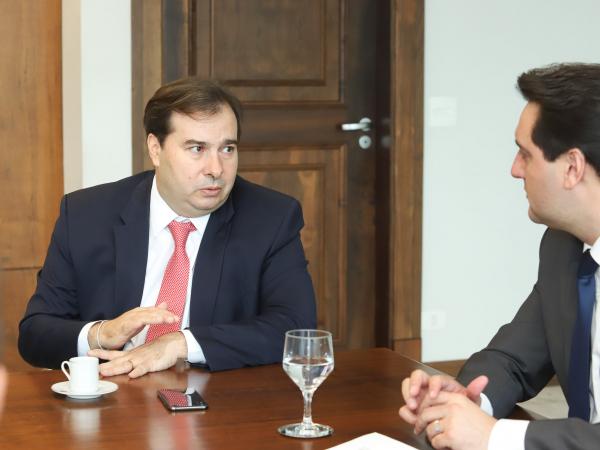 Maia e Ratinho Jr: governador disse que mudanças na previdência são necessárias