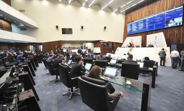 Plenário da Assembleia: parlamentares rejeitaram emendas