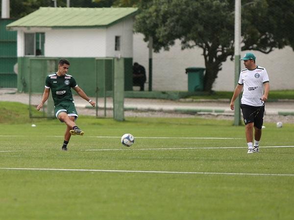 O meia Thiago Lopes