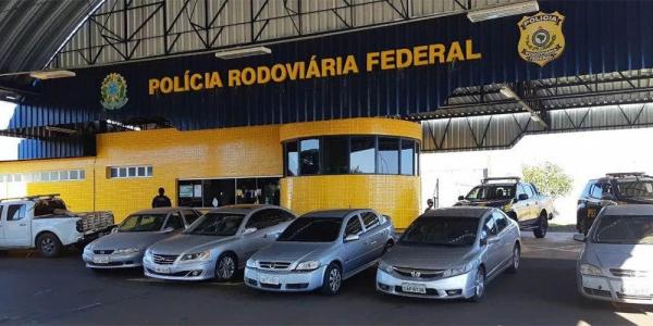 Os carros apreendidos pela PRF