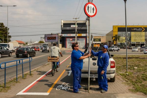 Placas são instaladas  no trajeto de 2 km no sentido Autódromo-Piraquara