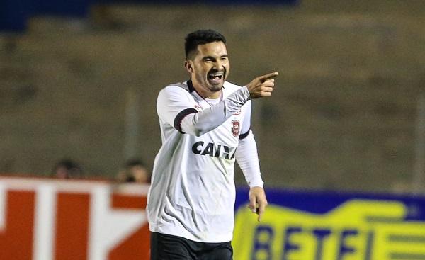 Itaqui comemora gol pelo Brasil-RS contra o Paraná Clube, em 2017