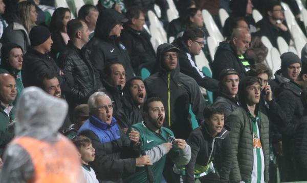Ainda durante a partida, torcedores protestaram muito por conta da péssima atuação da equipe