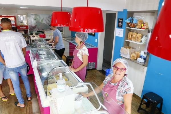 Quase escondida, sorveteria faz sucesso no Tingui há 39 anos