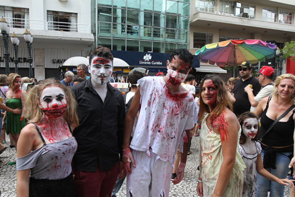 https://www.bemparana.com.br/noticia/transito-tera-alteracoes-para-a-passagem-de-zombie-walk-no-domingo