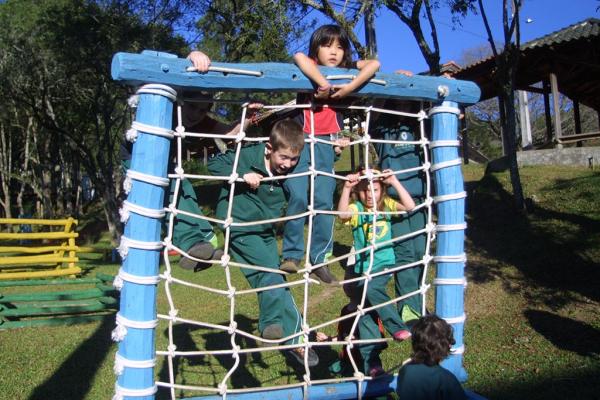 Atividades esportivas por uso excessivo em crianças requer atenção e cuidados por parte dos pais e professores