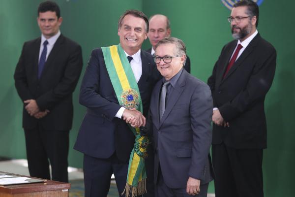 Bolsonaro e Ricardo Vélez: presidente já indicou que ministro deve sair, deflagrando disputa por cargo