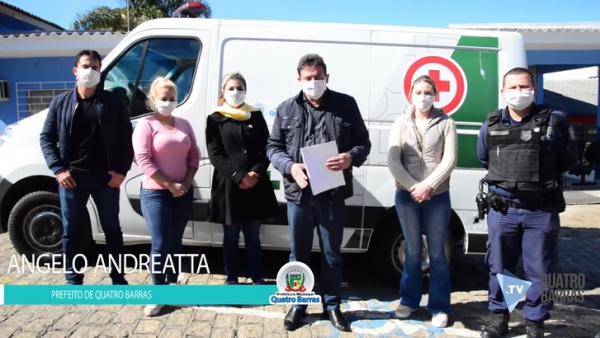 O prefeito Angelo Andreatta e equipe divulga o lockdown