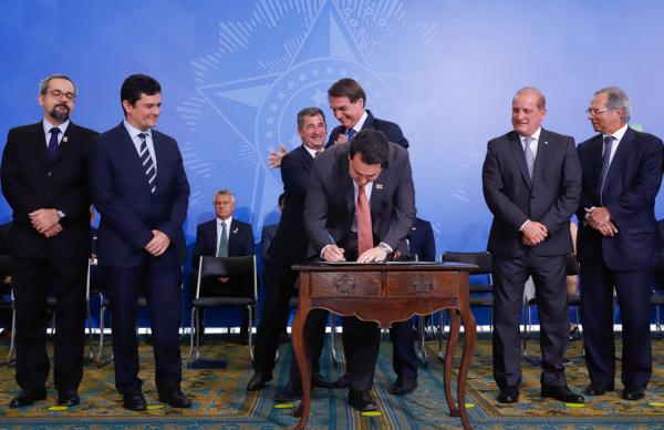 Programa foi lançado com a presença do presidente Jair Bolsonaro, o prefeito de São José, Toninho Fenelon, ministros e do governador do PR