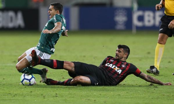 Gringo Lucho González: meio-campista deve ser poupado por Tiago Nunes