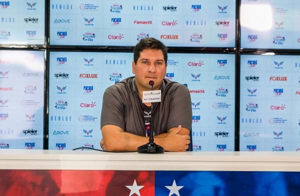 O técnico Matheus Costa, do Paraná
