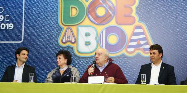 Greca (ao centro) no lançamento da campanha
