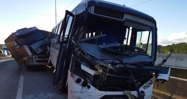 Colisão envolvendo diversos veículos interdita o Contorno Sul de Curitiba