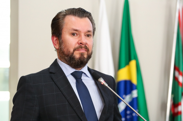 Beto Moraes (PSD): segundo sindicatos, vereador teria distribuído cestas básicas, muletas, cadeiras de roda, bicicletas e outros brindes