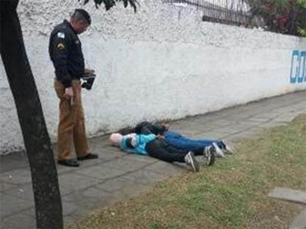 A dupla presa pela polícia