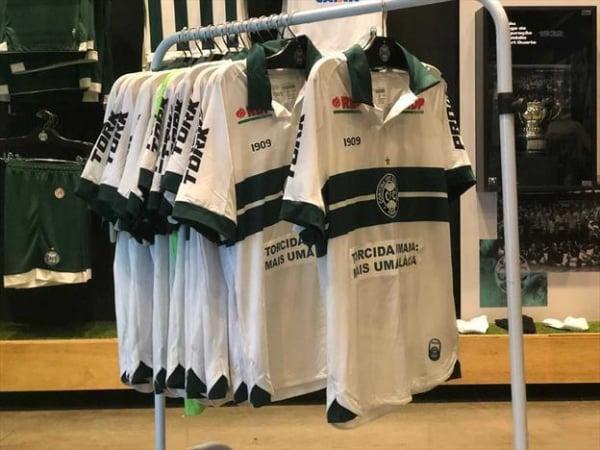 As camisas usadas pelos jogadores no clássico
