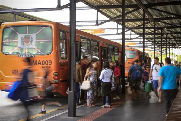Seis linhas de Curitiba começam a operar com preço mais baixo nesta quarta