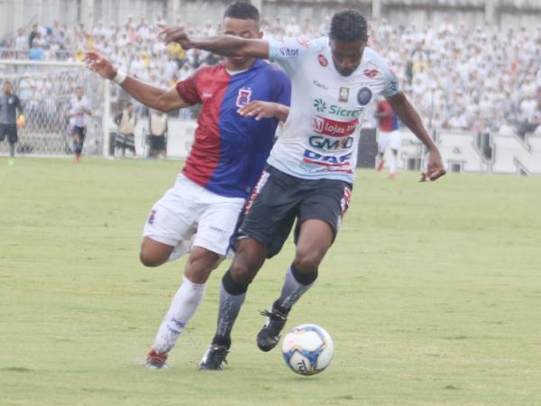 Paraná estreia sete reforços, tem jogador expulso e perde para o Operário