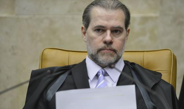 Presidente do Supremo é internado para cirurgia e apresenta sintomas da Covid-19