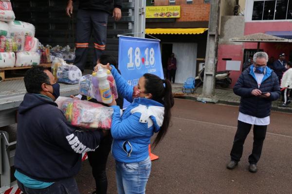 A alegria dos que recebem suas cestas fala mais que mil palavras