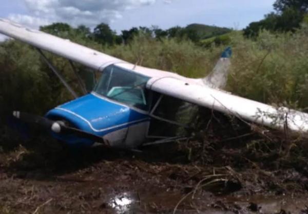 O avião caído em Jacarezinho