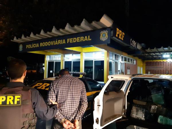 Policial prende suspeito de tráfico de drogas