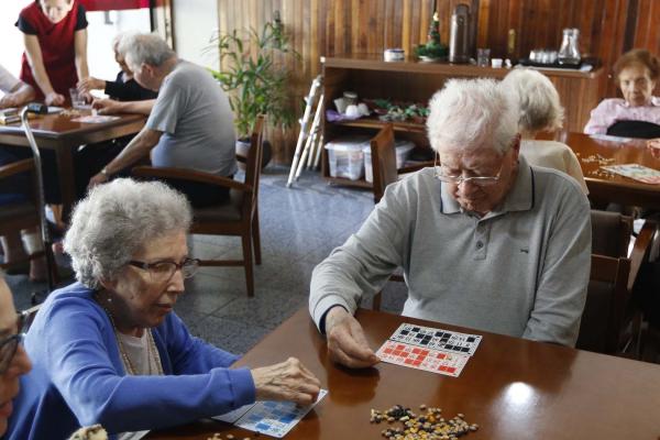 Tarde de bingo: convívio social para manter a saúde física e mental