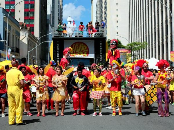 Garibaldis e Sacis na avenida neste domingo: festa movimenta a economia