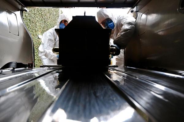 Apesar de não haver registro de mortes por coronavírus em Curitiba, funerárias se preparam