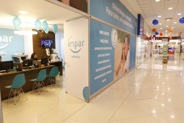Clinica odontológica em shopping de Curitiba: espaços comerciais concentram 37% das empresas do setor