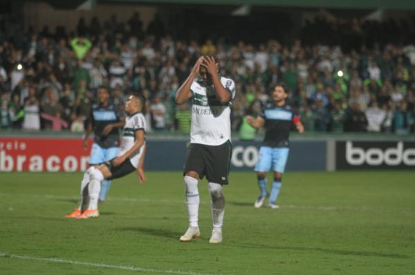Nem o Rodrigão salva? Atacante fez sete gols em oito rodadas, mas não foi o suficiente para o Coxa emplacar na Série B